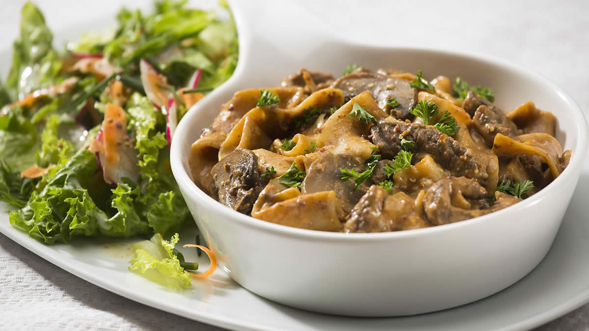 One-Pot Beef Stroganoff feature