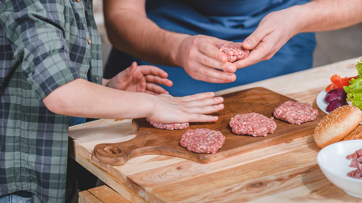 makeing-meat-patties