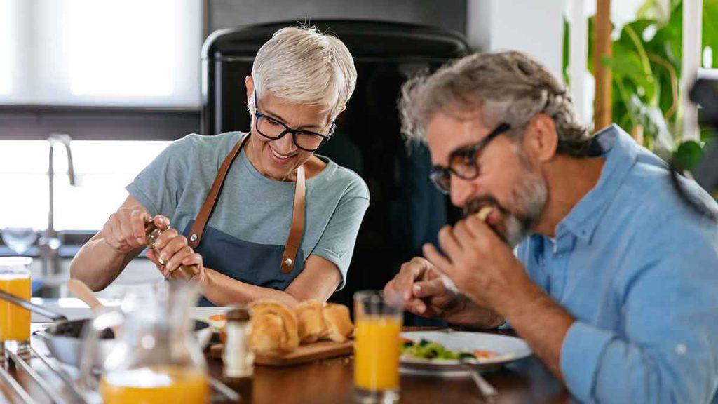 seniors eating healthy