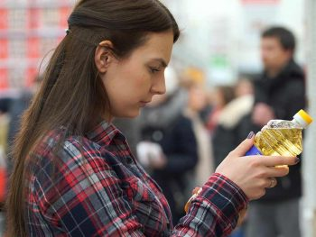 woman shopping canola oil
