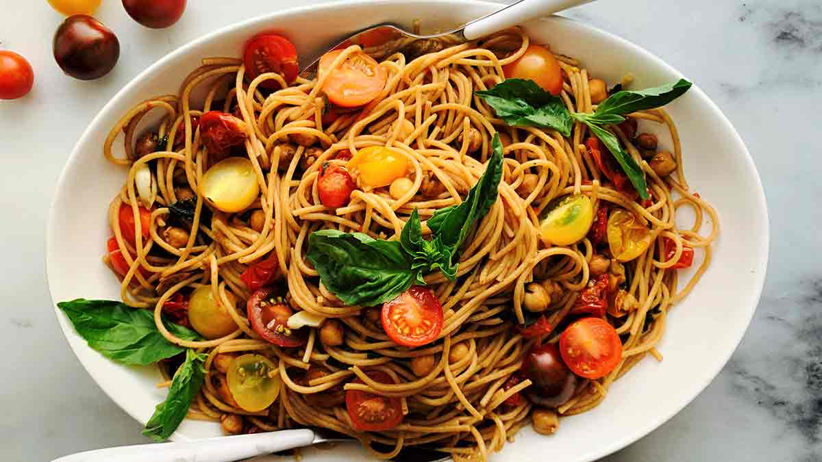 spaghetti-with-balsamic-roasted-tomato-and-chickpeas
