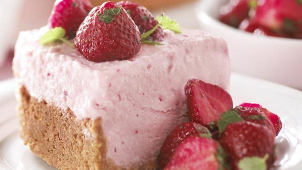 frozen-strawberry-cheesecake